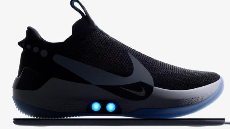 Nike představilo sportovní boty, které je možné přizpůsobovat noze pomocí mobilní aplikace